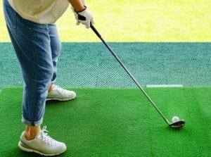 ゴルフ 練習 服装 女