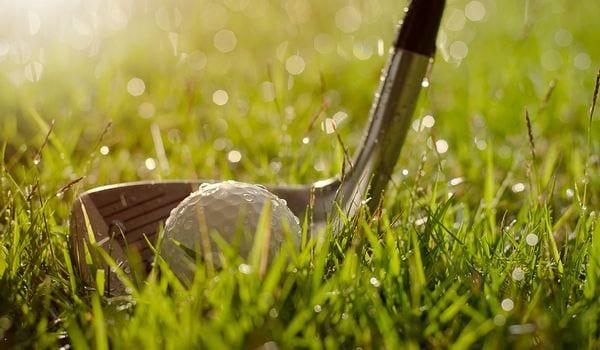 ゴルフ 服装 雨