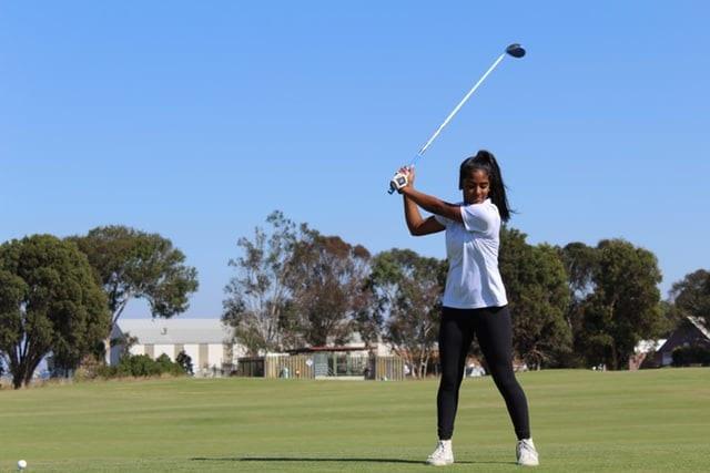 ゴルフ 飛距離 素振り